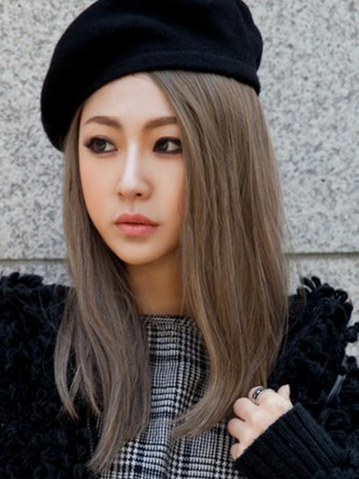 blond-cendre-bonnet-noir-cheveux-lisses-cendre-fonce