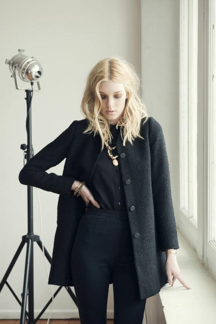 blond-nordique-peau-pale-tenue-tout-noir