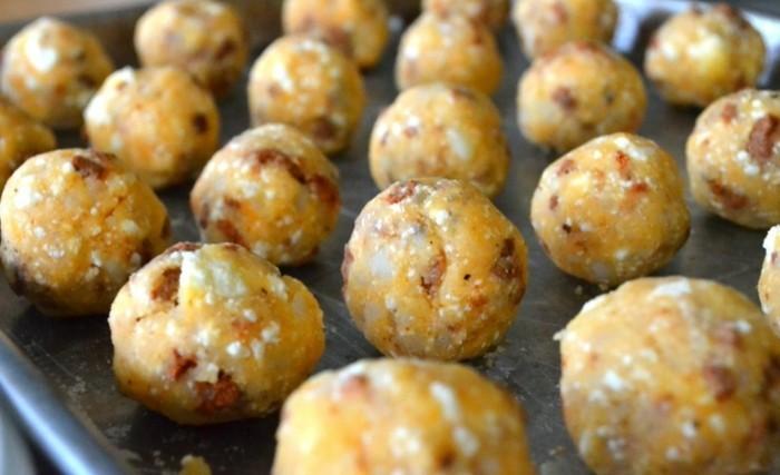 boulette-de-pomme-de-terre-avec-de-chorizo-saucisson-et-fromage