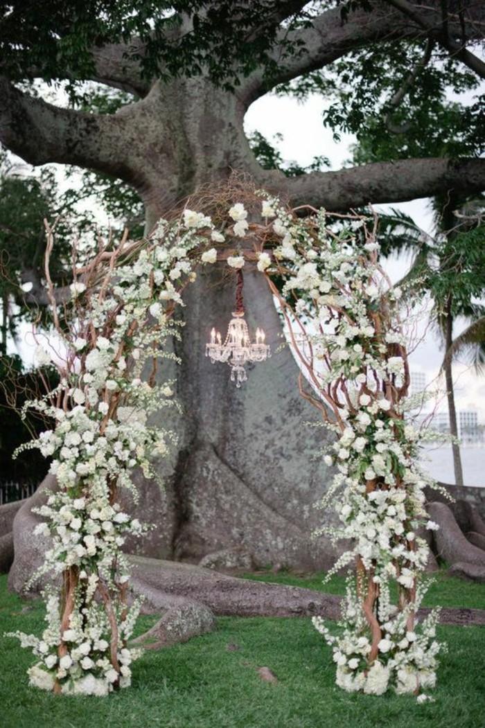 cérémonie-de-mariage-rustique-jolie-arche-mariage-florale