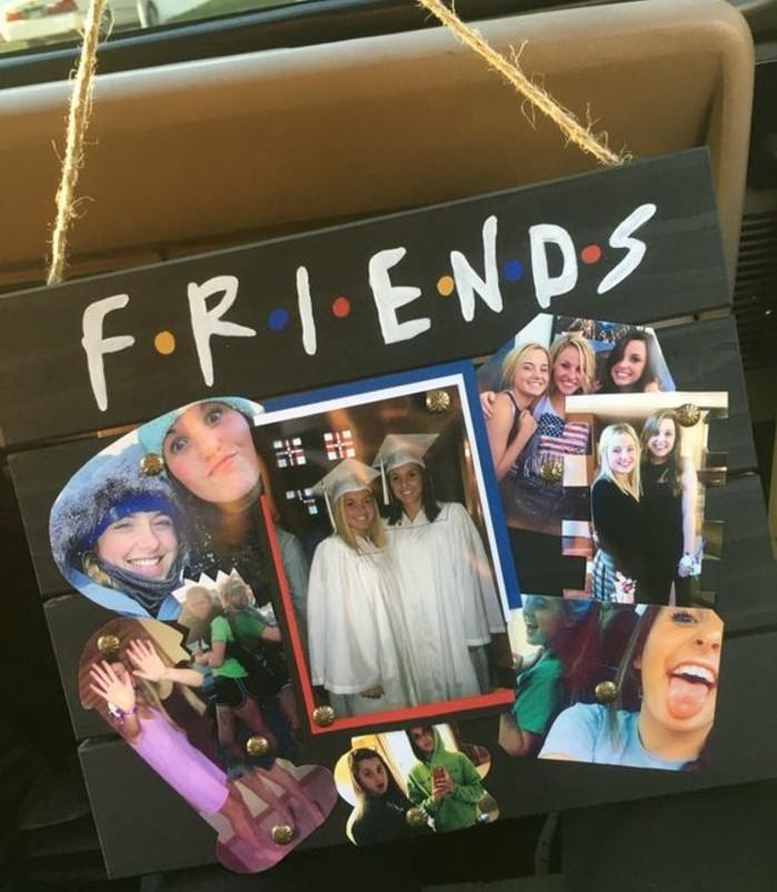 cadeau-a-fabriquer-pour-sa-meilleure-amie-collage-de-photos-attachés-sur-une-palette-en-bois-idee-inspiree-de-la-serie-friends
