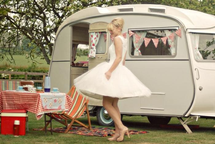 camion-caravane-bonheur-vie-simple-boheme-deco-en-couleurs-pastel