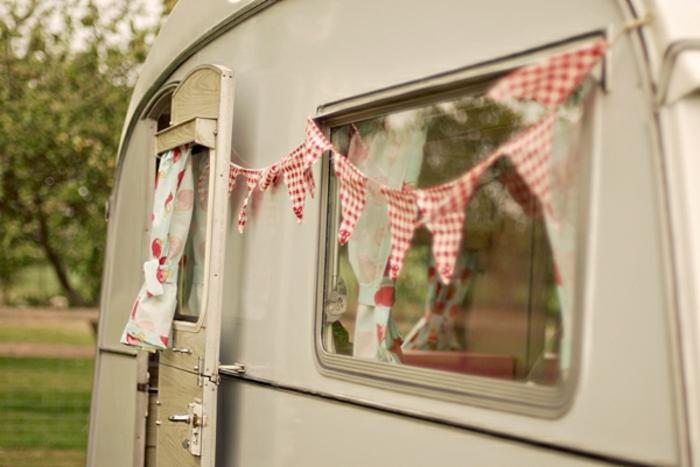 camion-caravane-simplicité-vie-boheme-inspiration-vintage-confort