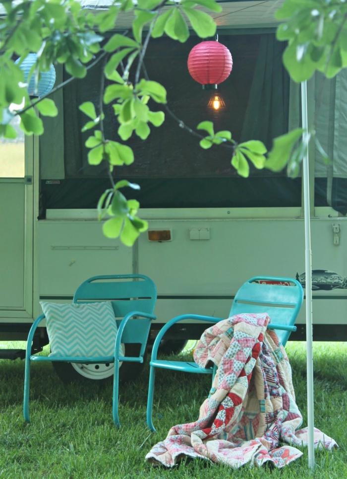 camion-caravane-vie-simple-en-harmonie-avec-la-nature