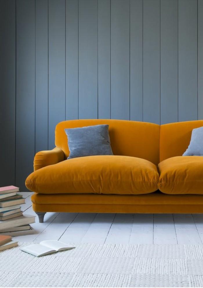 canapé-jaune-moutarde-sofa-jaune-et-coussins-gris