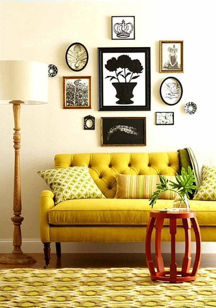 canapé-jaune-moutarde-tapis-jaune-et-sofa-capitonné
