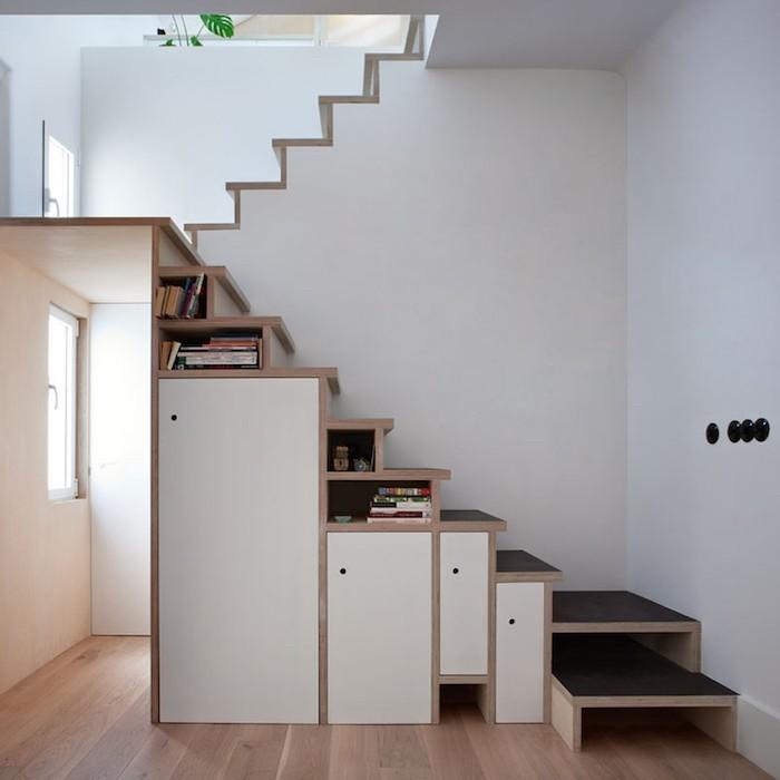 casa_bea_bibliotheque-escalier-sur-mesure-en-bois-rangements-marches-etageres