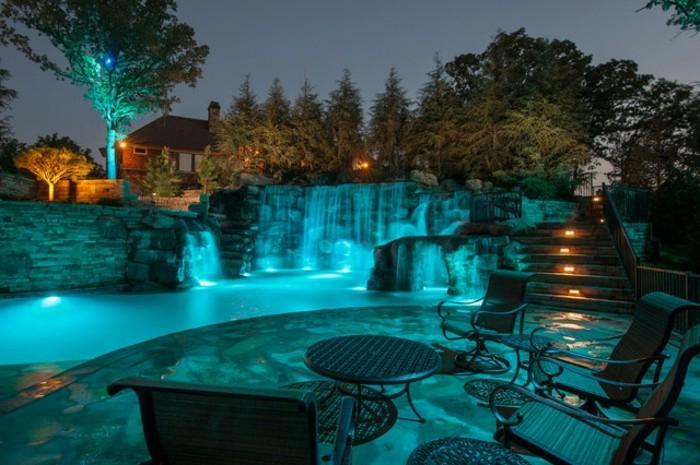 1001 mod les spectaculaires de piscine avec cascade Atmosphere agreable piscine jardin