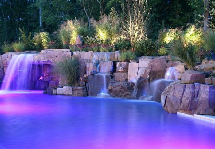 cascade-bassin-féerie-de-couleurs-éclairage-soirée-rose-et-bleu