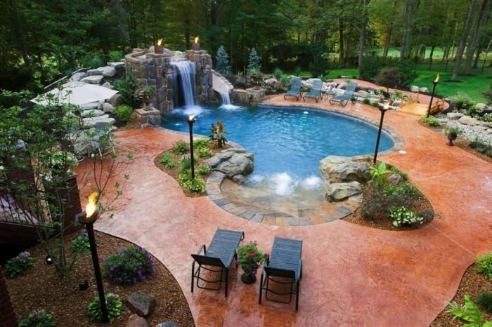 cascade-bassin-paradis-privé-dans-votre-cour-arrier-transats