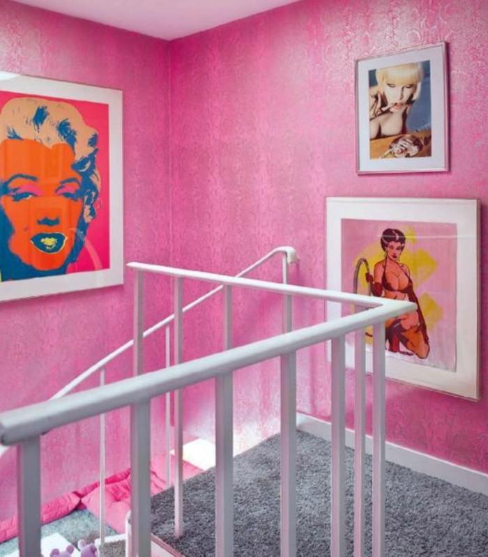 chambre-couleur-framboise-couloir-rose-poudru00e9-et-tableaux-pop-art