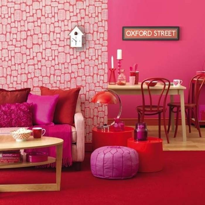 chambre-couleur-framboise-pouf-lilas-table-basse-design