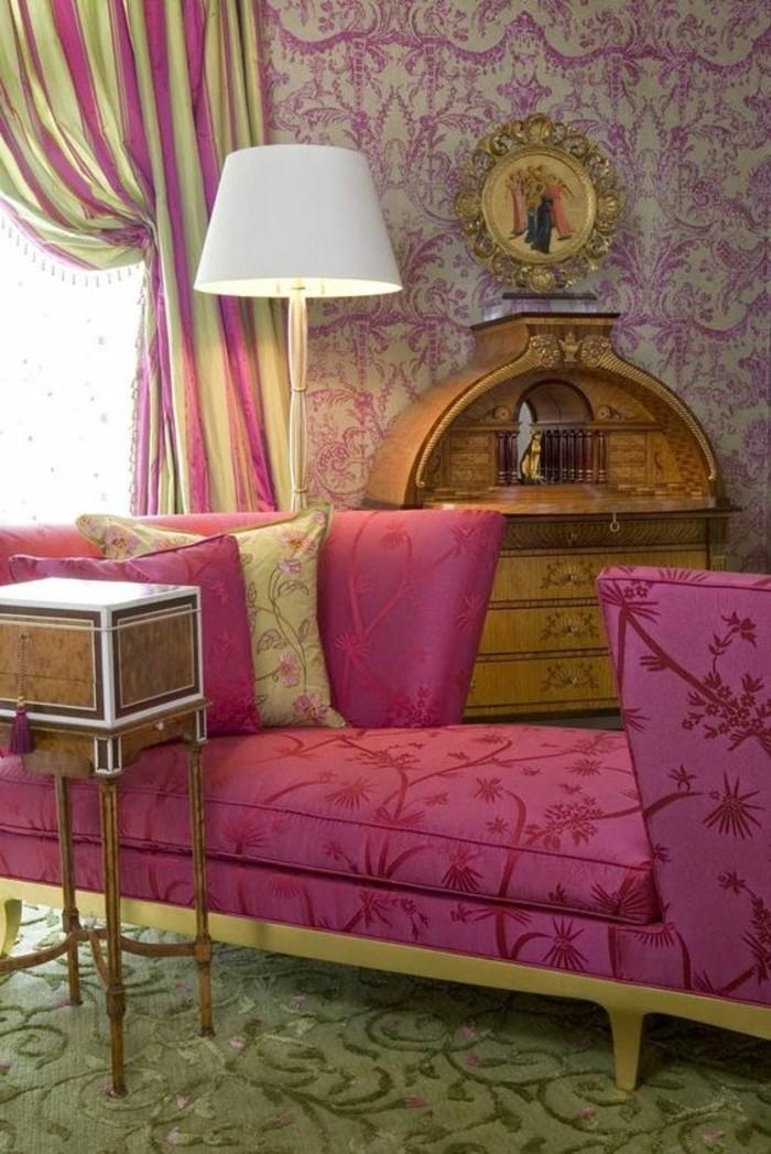 chambre-couleur-framboise-tapis-vert-sofa-rose-clair