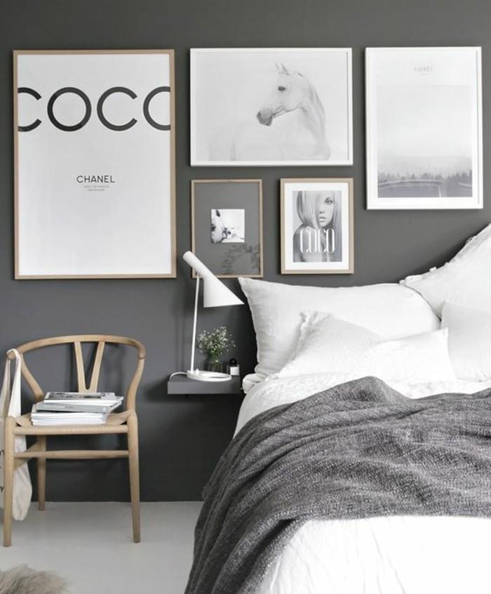 chambre-moderne-lignes-epurees-chaise-scandinave-en-bois-couleur-mur-grise-draps-blancs-et-couverture-grise-deco-murale-interessante-inspiree-de-la-mode