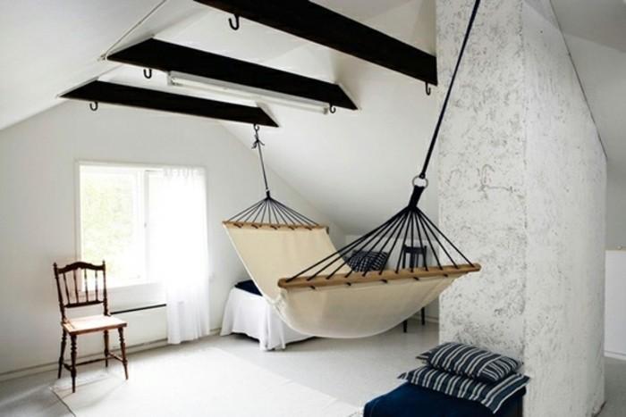 chambre-scandinave-en-noir-et-blanc-petit-lit-et-hamac-interieur-pour-se-reposer-chambre-simple-et-design