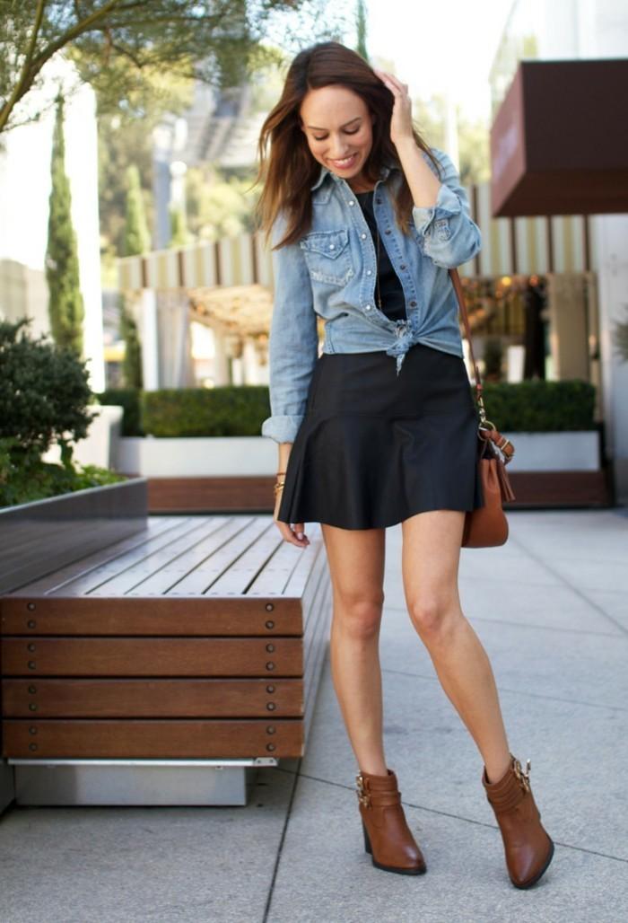 chemise-en-jeans-femme-robe-courte-en-noir-accessoires-en-or