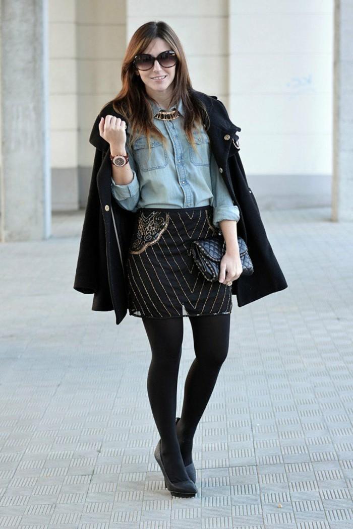 chemise-en-jeans-femme-veste-noir-jupe-en-ornements-or-chaussures-a-talons