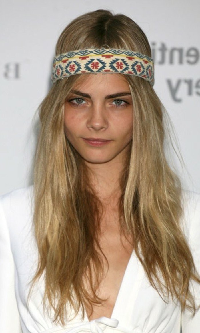 cheveux-blond-cendre-coiffure-avec-bandana-cheveux-longs