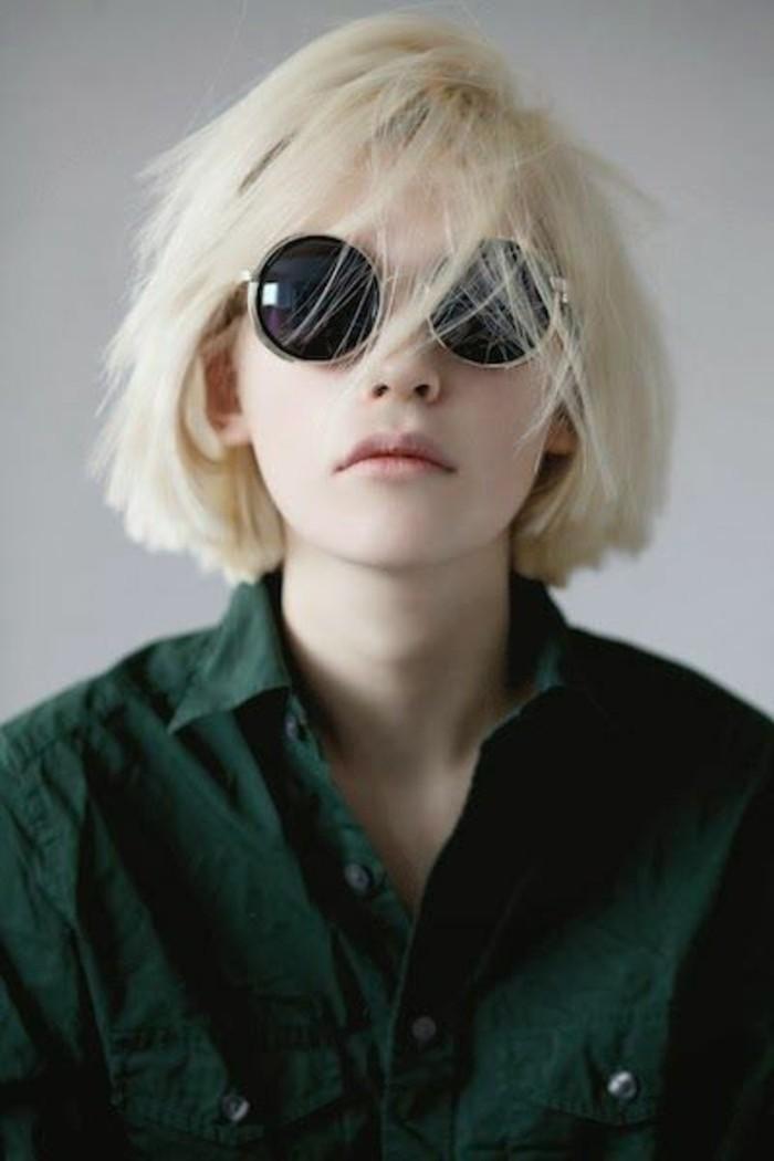 cheveux-blond-polaire-coupe-au-carré-modèle-de-coupe-courte