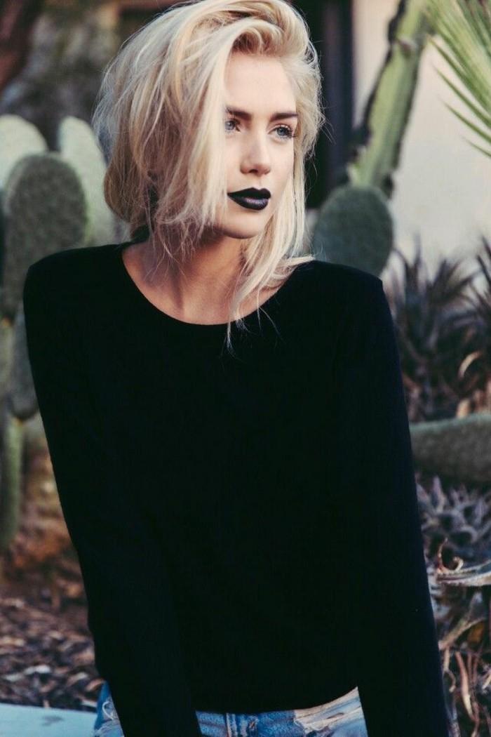 cheveux-couleur-blond-polaire-rouge-à-lèvres-foncé-mat