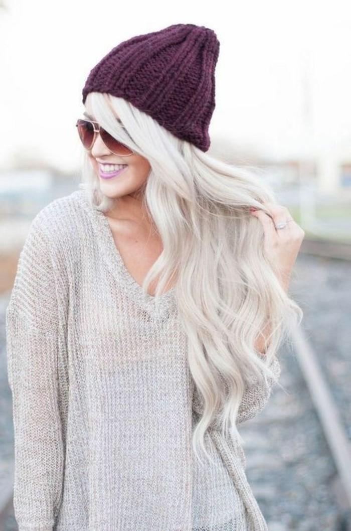 cheveux-longs-ondulés-nuance-de-blond-froid