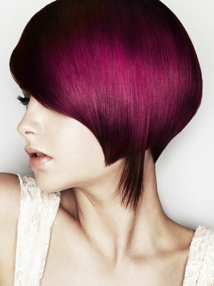 cheveux-rouge-cerise-coiffure-élégante-coupe-courte