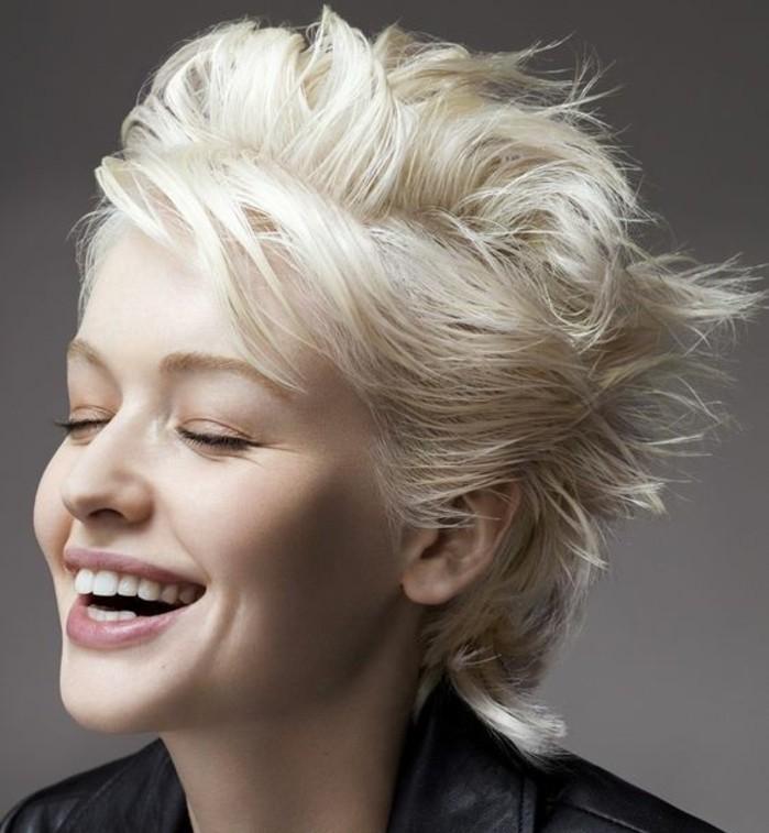 cheveux-tendance-blond-polaire-coupe-courte-coiffé-décoiffé