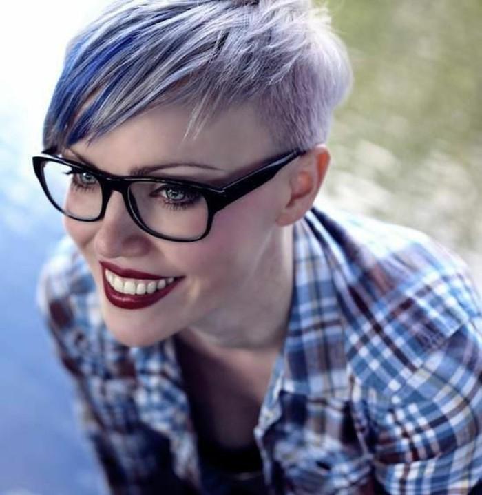 cheveux-violet-coupe-pixie-avec-frange-coupe-de-cheveux-courte-femme