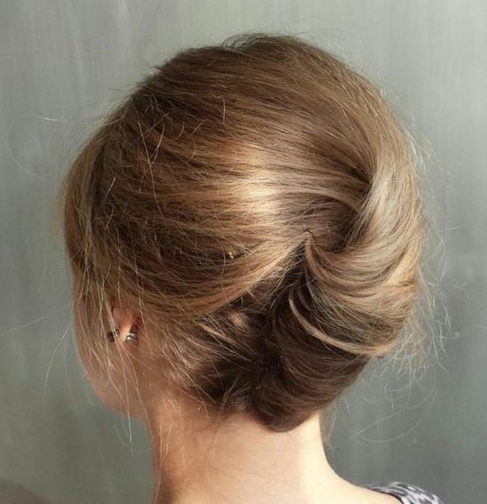 chignon-banane-facile-pour-une-coiffure-élégante
