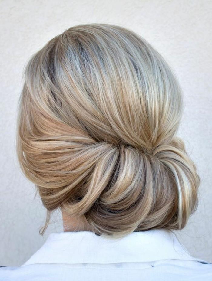 chignon-facile-et-élégant-coiffure-banane-chic