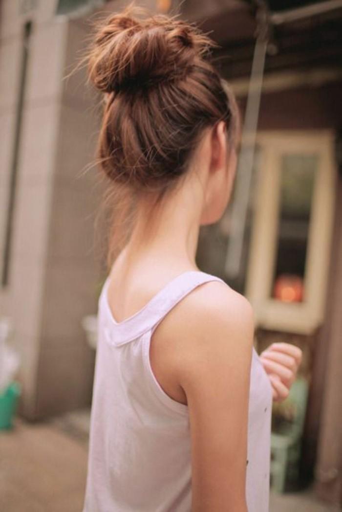 chignon-haut-flou-coiffure-simple-dete-cheveux-fins
