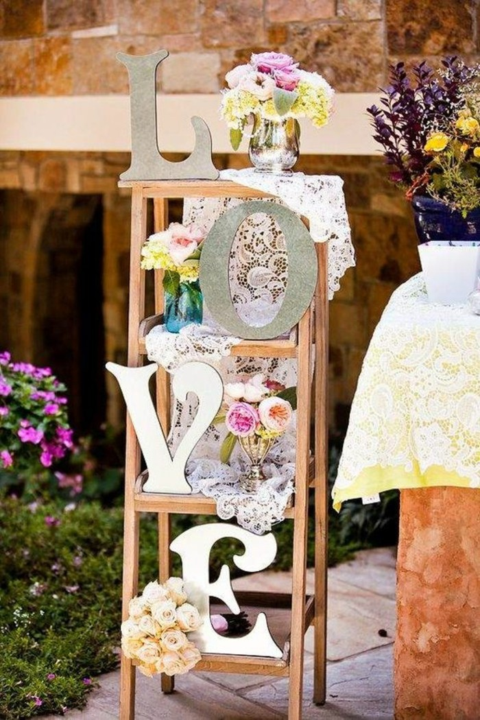chouette-idee-deco-table-mariage-echelle-amour-theme-mariage-pastel