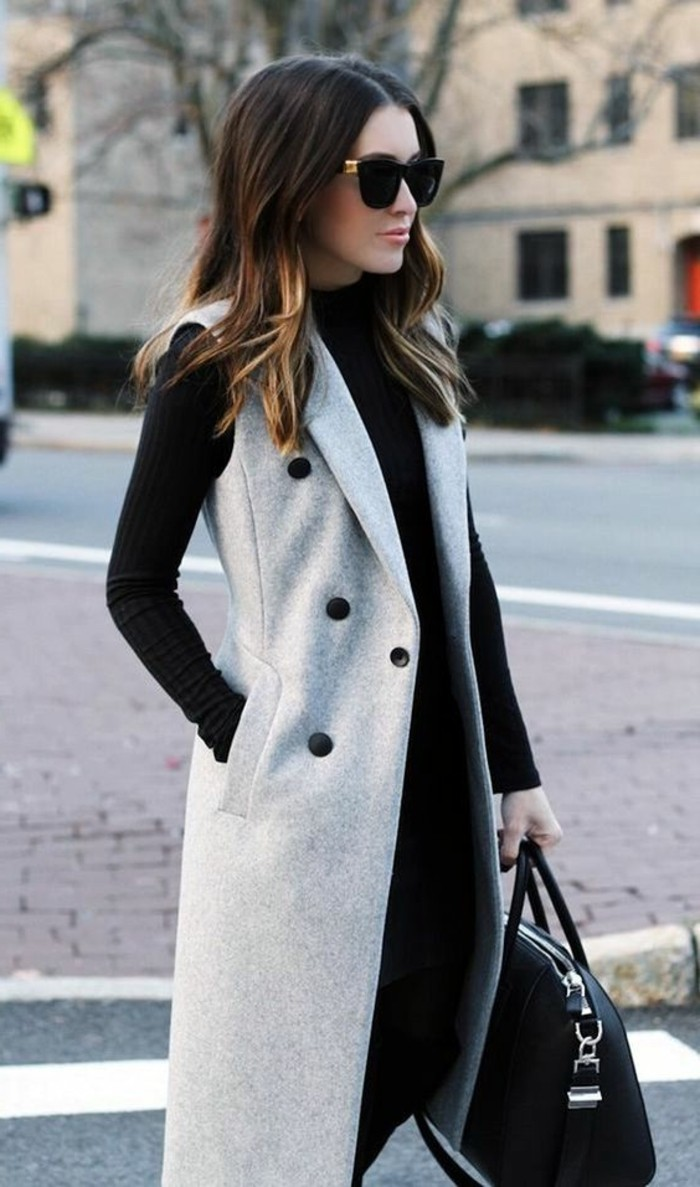 code-vestimentaire-tenue-noire-avec-un-manteau-gris-long-sans-manches