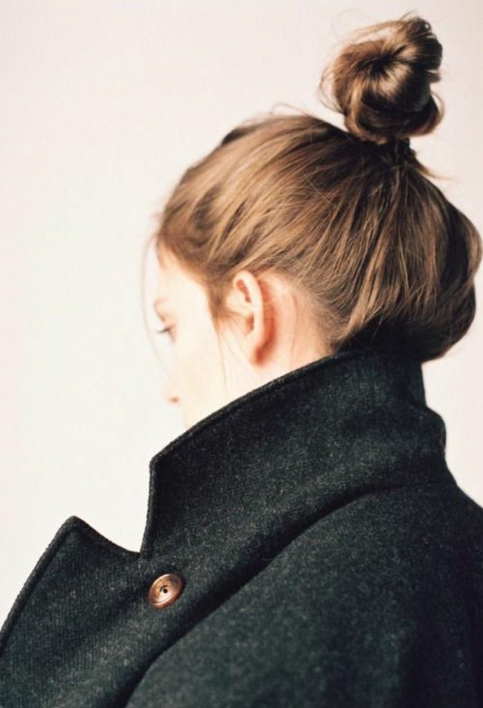 coiffue-simple-cheveux-fins-un-chignon-flou-facile