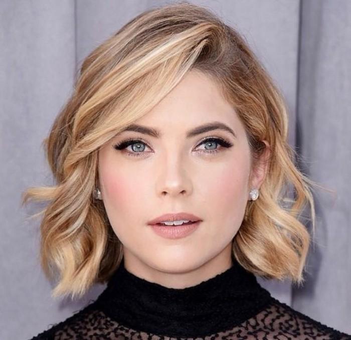 coiffure-élégante-cheveux-ondulés-coupes-courtes-femme