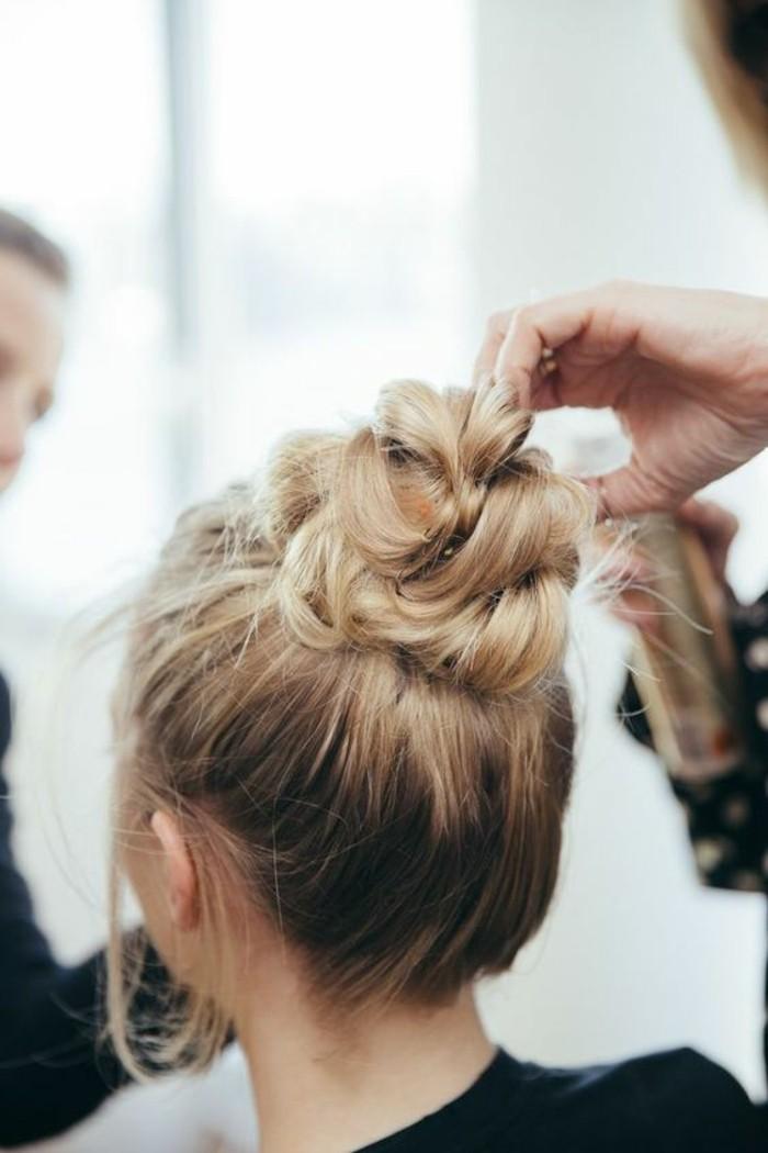 coiffure-elegante-et-simple-chignon-bun