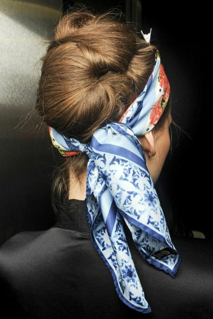 coiffure-banane-foulard-coiffure-élégante