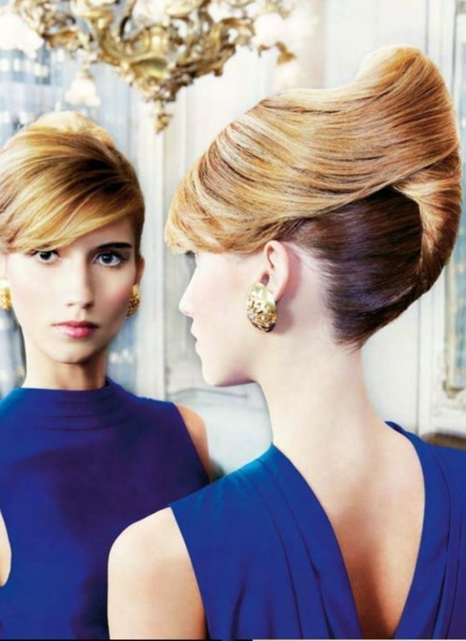 coiffure-banane-insolite-cheveux-blonds-look-glamour