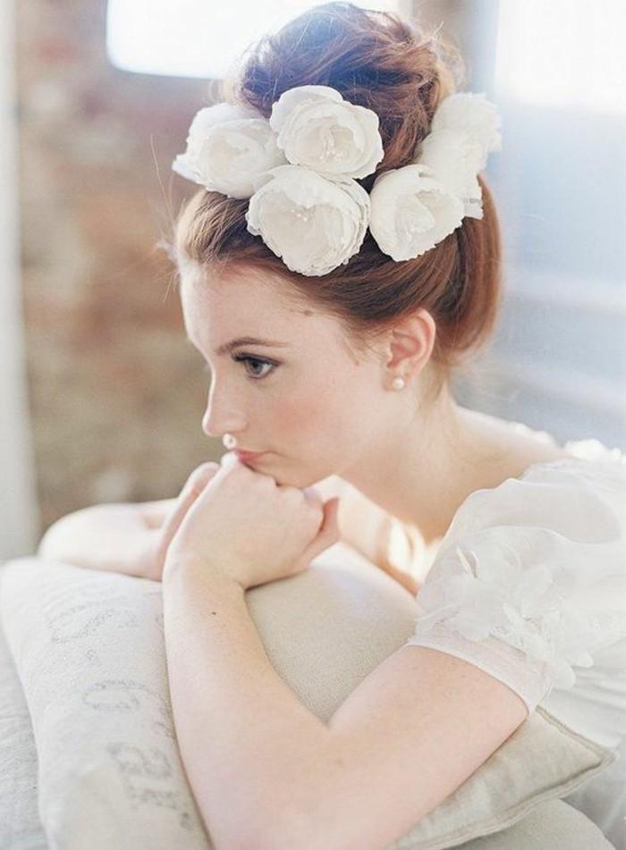 coiffure-de-mariage-chignon-bun-elegant-accessoires-fleurs