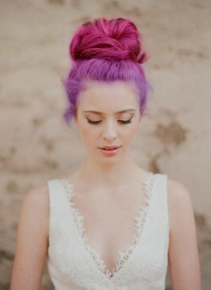 coiffure-de-mariage-chigon-bun-cheveux-couleur-framboise