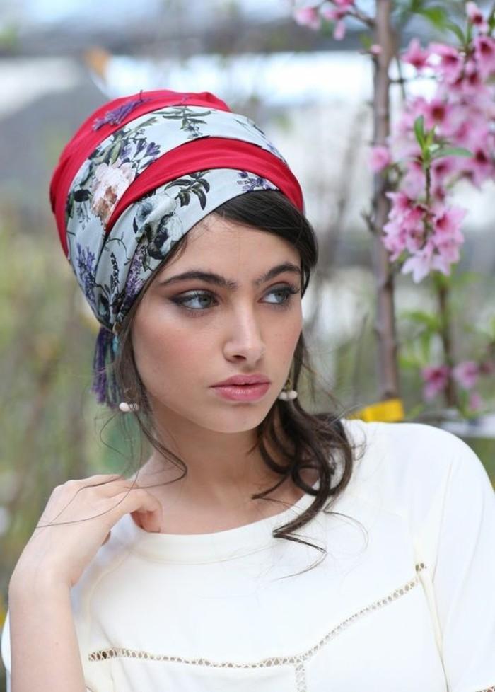 coiffure-foulard-attacheement-foulard-original-autour-de-la-tete