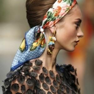 Les coiffures avec le foulard dans les cheveux - 61 photos inspirantes