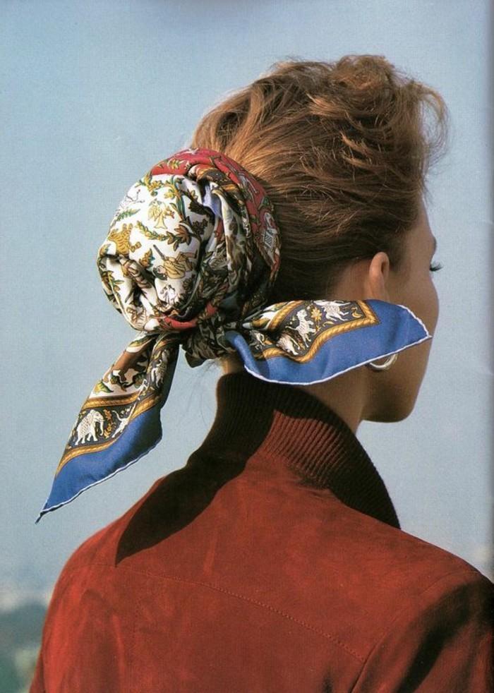 coiffure-foulard-nouer-le-chignon-avec-foulard-coiffures-originales