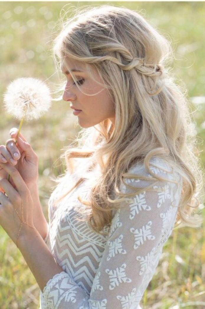 coiffure-mariage-boheme-beaute-naturelle-robe-en-motifs-geometriques-dandelion