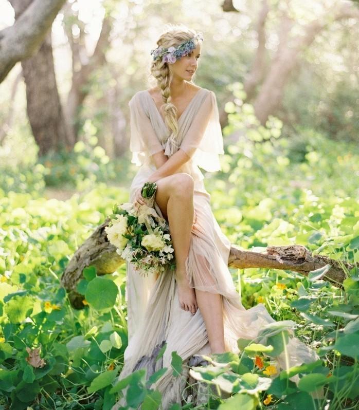 coiffure-mariage-boheme-nature-robe-douce-couronne-en-fleurs-tresse