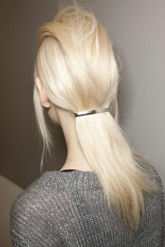 coiffure-originale-cheveux-couleur-blond-polaire