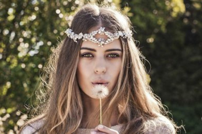 coiffure-romantique-dandelion-guirlande-en-perles-accessoire-boho-style
