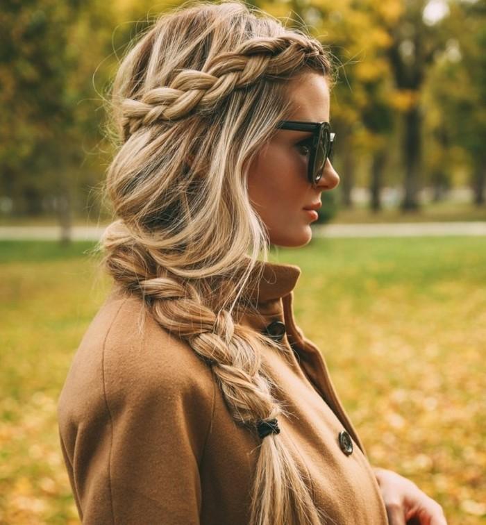 coiffure-romantique-humeur-dautomne-tresse-veste-lunettes-de-soleil