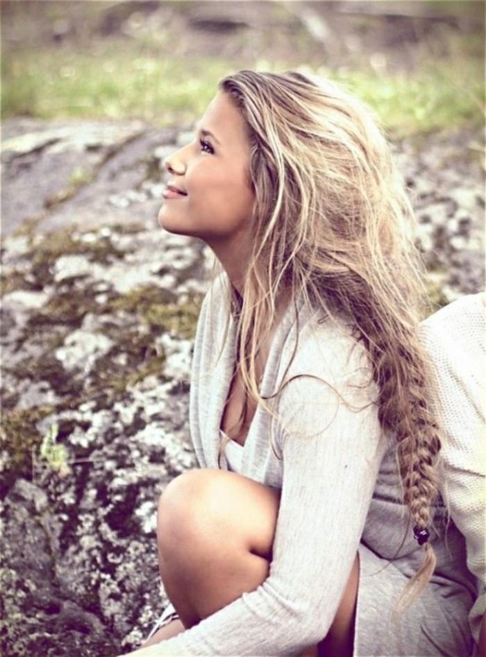 coiffure-romantique-sourire-ete-liberte-tresse-simple-nature