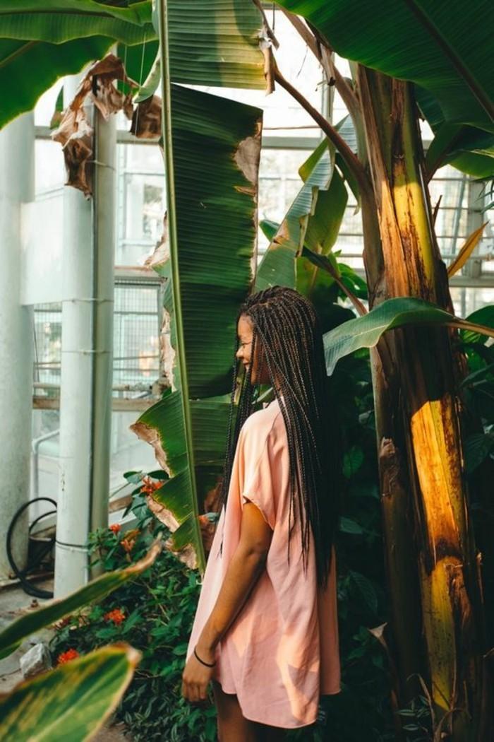 coiffure-tresse-africaine-bonheur-dans-la-nature-plantes-vertes